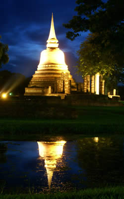 sukhothai-by-night